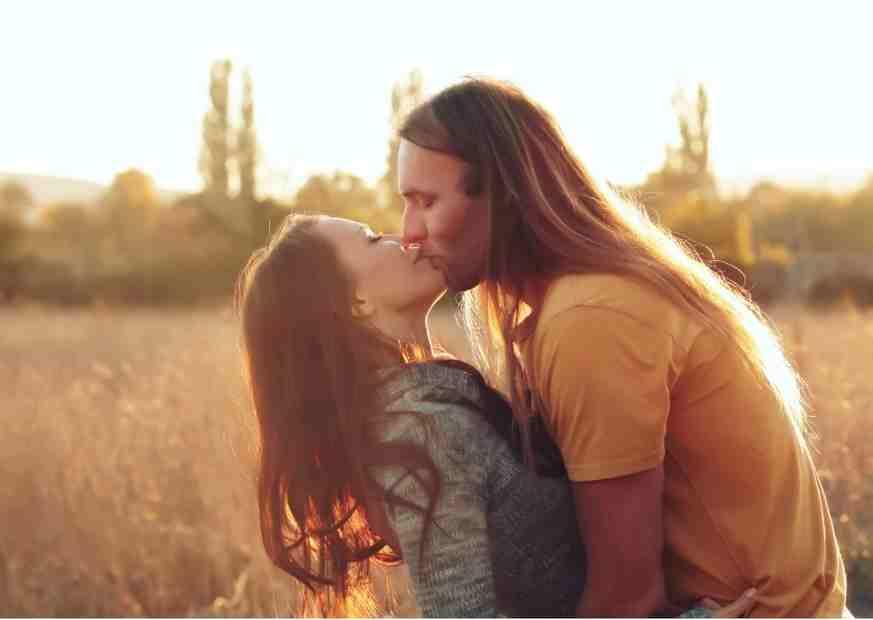 Küssen Umarmung Stressabbau Cornelia Berchtenbreiter online